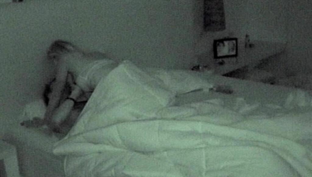 - HADDE IKKE SEX: Maren Kallhovd og Mats Figenschou Hansen blir i onsdagens episode vist i hete scener på sitt Paradise-soverom, men begge hevder de stoppet før det utviklet seg til sex. Foto: TV3
