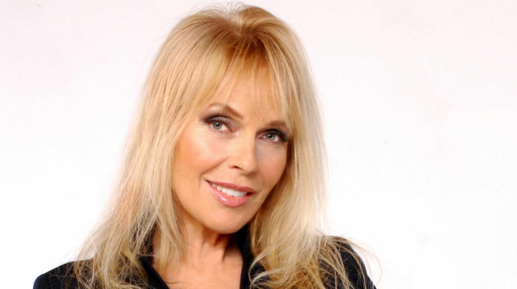 TAKKER GUD: Playboys mest fotograferte modell Lillian Müller er svært takknemlig for at hun overlevde en dramatisk bilulykke for kort tid siden. Her avbildet i forbindelse med TVNorge-serien «Ja, Vi Elsker Hollywood», der hun var med.  Foto: Stella Pictures