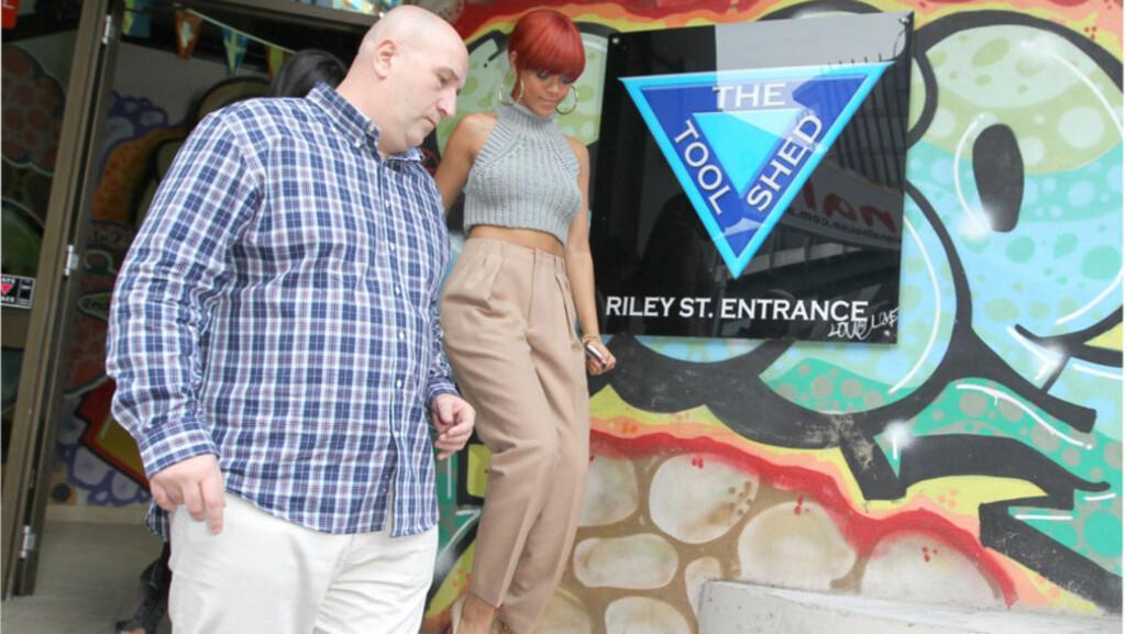I SYDNEY: Popstjernen Rihanna koste seg med lunsj på den italienske restauranten Beppis før hun bega seg til den enorme sex-butikken The Tool Shed i byens homsedistrikt... Foto: All Over Press