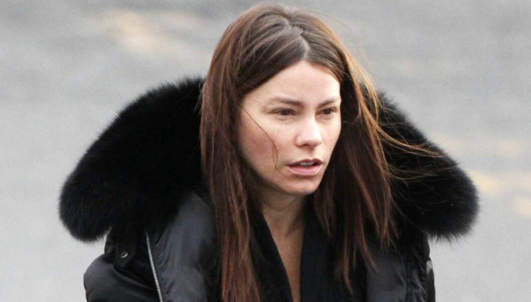 <strong>FØLER SEG TOM:</strong> Sofia Vergara føler seg naken uten sminke. Likevel viste hun seg i full offentlighet uten nettopp sminke forrige uke. Foto: All Over Press