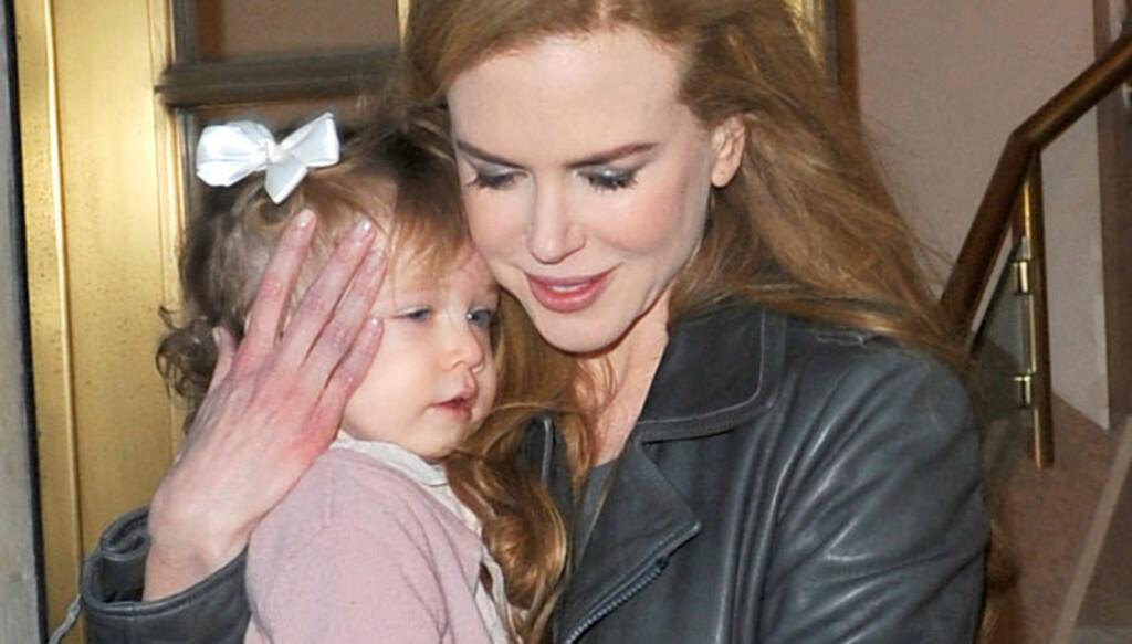 SLET MED FRUKTBARHETEN: Nicole Kidman sier til den australske utgaven av «60 Minutes» at hun i lang tid har slitt med fruktbarheten, og valgte derfor å bruke en surrogatmor til å gi datteren Sunday Rose (bildet ) en lillesøster. Foto: All Over Press
