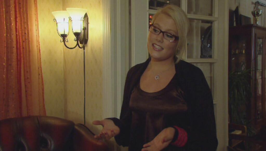 SANGGLAD JENTE:  Amalie sang for middagsgjestene da moren var vert i TVNorge-programmet «4-stjerners middag» i fjor. Foto: TVNorge
