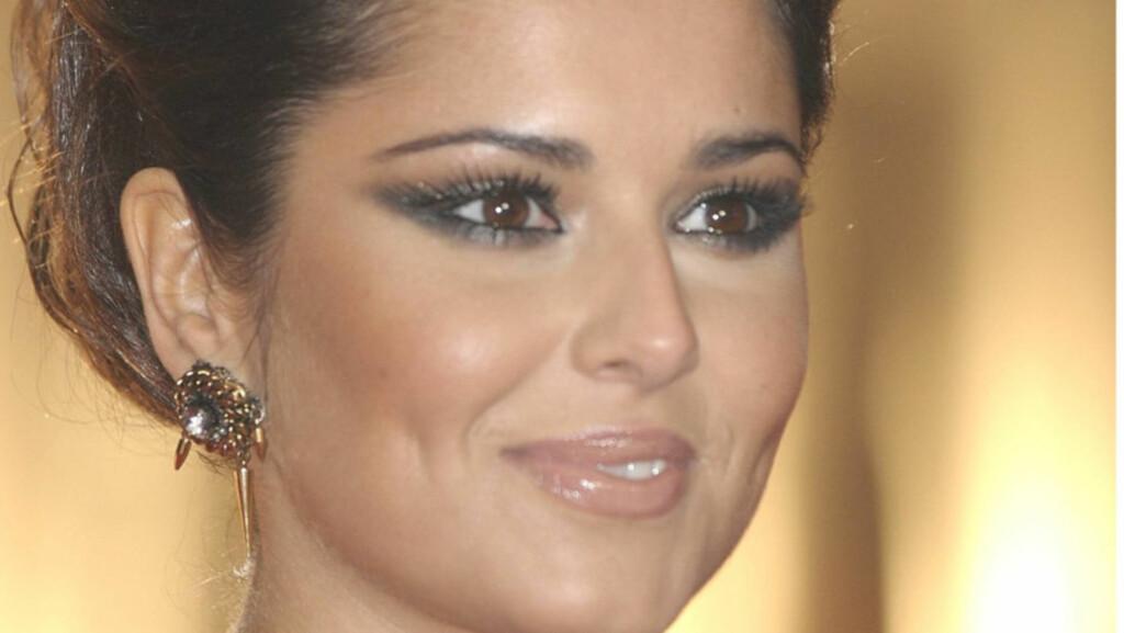 SKADET: Ifølge kjendisblogger Perez Hilton har popartisten Cheryl Cole fått varig mén etter eksmannens utroskap. Her ankommer vakre Cole Brit Awards i London. Foto: Stella Pictures