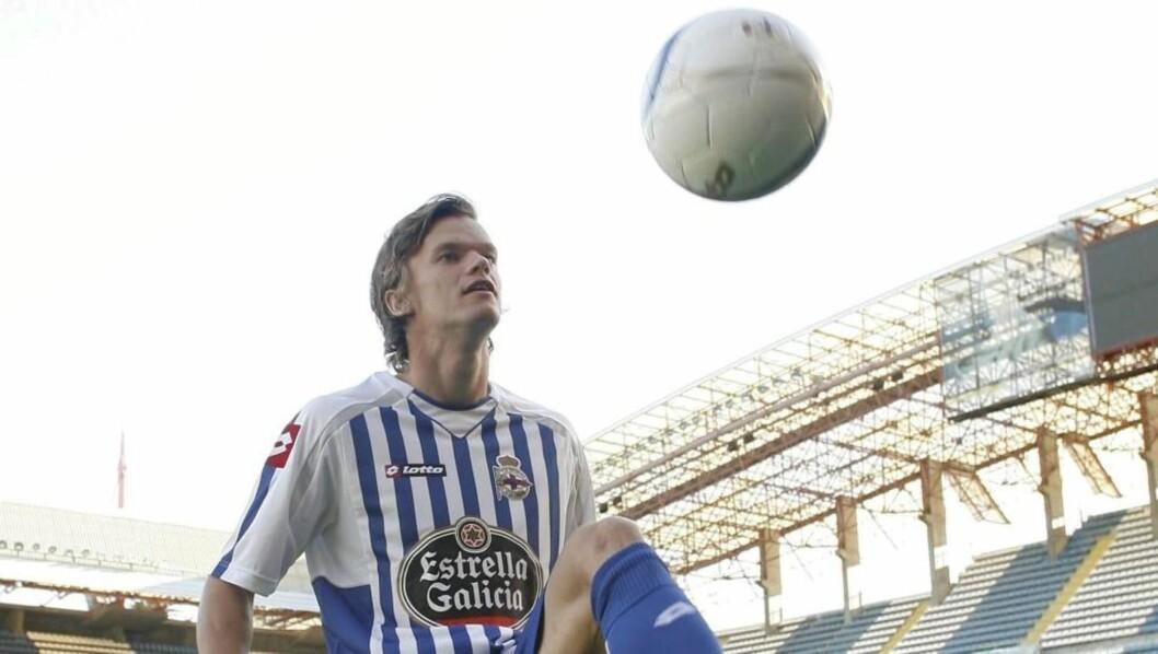<strong>DEBUTERTE MED TAP:</strong> Knut Olav Rindarøy spilte hele kampen da Deportivo La Coruña tapte 0-2 hjemme mot Almeria.Foto: SCANPIX/EPA/Cabalar
