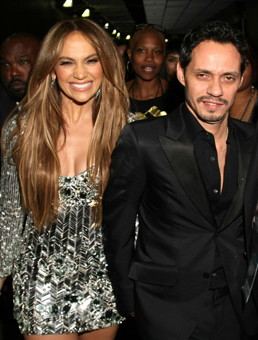 <strong>GLITRET:</strong> Jennifer Lopez kom i en  Emilio Pucci minikjole, komplettert med  Christian Louboutin-sko og Cartier diamanter. Ektemannen Marc Anthony var som vanlig ved hennes side. Foto: All Over Press