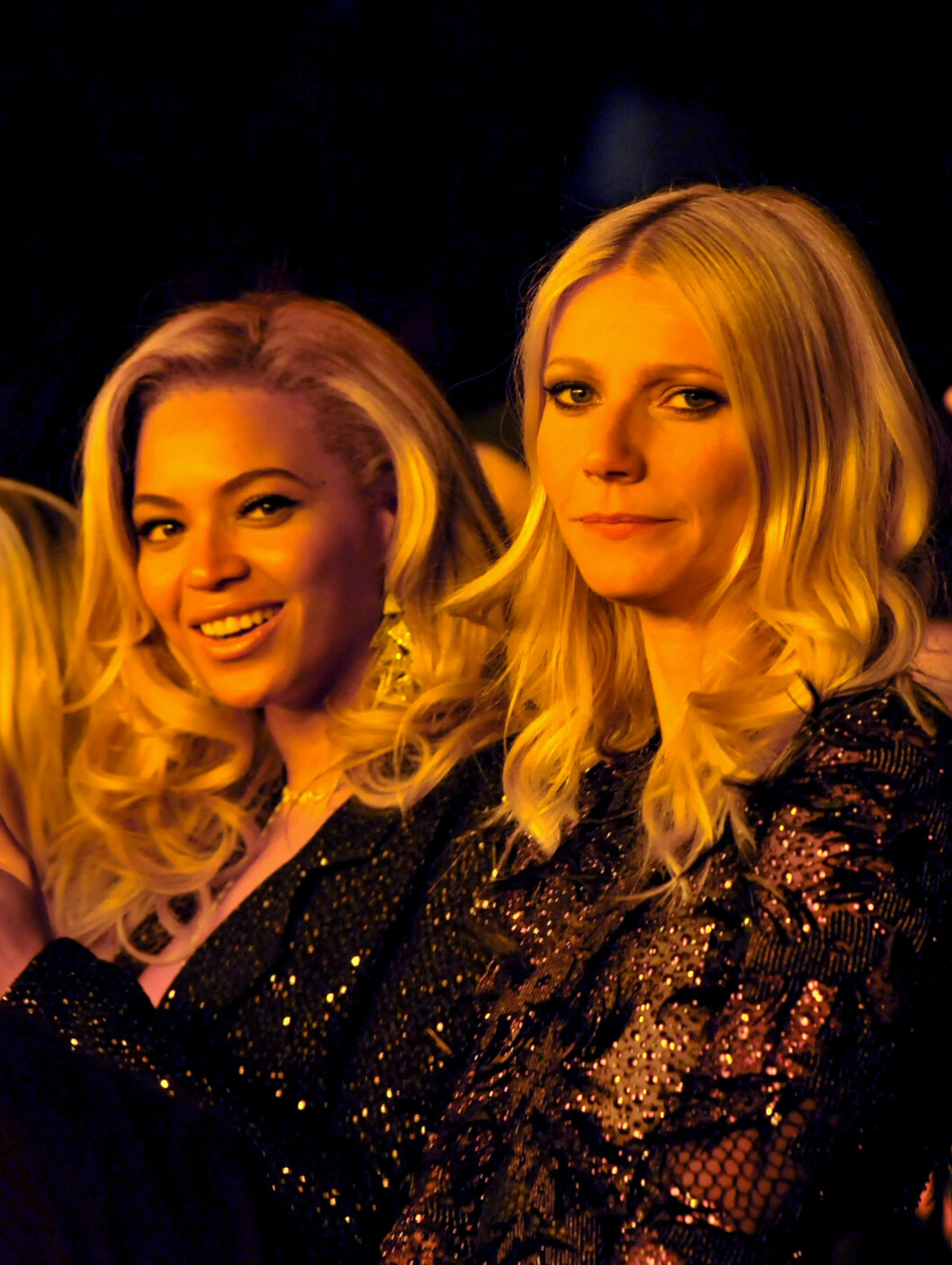 <strong>PUBLIKUM:</strong> Beyoncé Knowles og Gwyneth Paltrow følger spent med fra salen under utdelingen. Foto: All Over Press