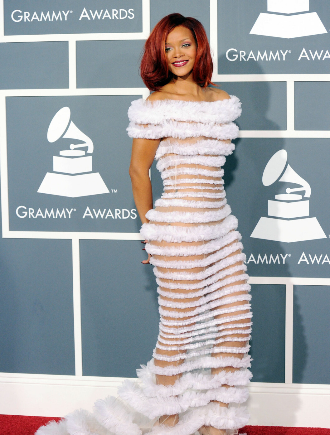 <strong>GJENNOMSIKTIG:</strong> Popartisten Rihanna valgte kjole fra designeren Jean-Paul Gaultier til Grammy-festen. Foto: All Over Press