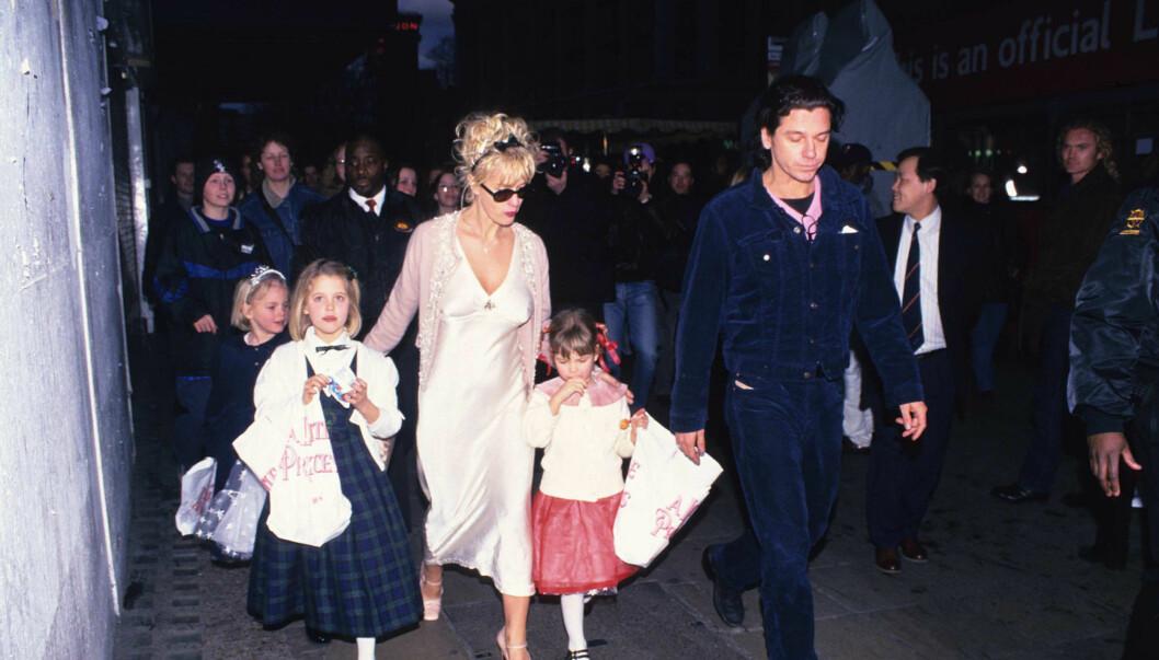 KVINNEBEDÅRER: Michael Hutchence sammen med kjæresten Paula Yates. Nå avsløres det at han hadde forhold til nok en kjent kvinne. Foto: Stella Pictures