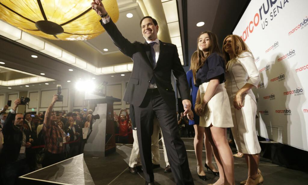 GJENVALGT: Her feirer Marco Rubio at han er gjenvalgt til Senatet. Hans parti beholder etter alle solemerker flertallet i begge kamre. Foto: Wilfredo Lee / AP / NTB Scanpix