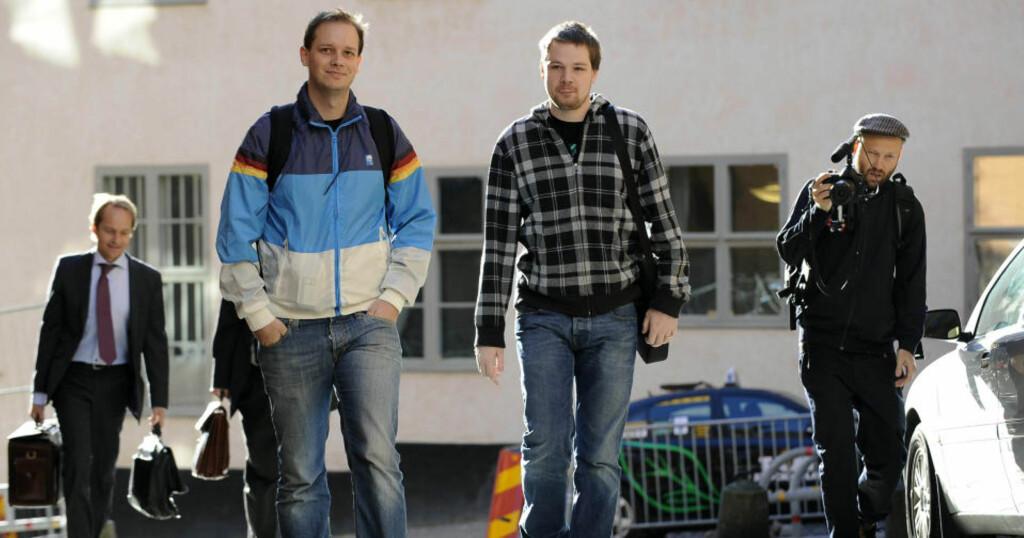 ENSLIG FOTOGRAF: Da Pirate Bay-bakmmenene Peter Sunde Kolmisoppi (t.v.) og Fredrik Neij ble dømt i Stockholm tingrätt i fjor, var medieoppbudet voldsomt. Interessen for ankesaken denne uka er betydelig lunknere. Foto: SCANPIX