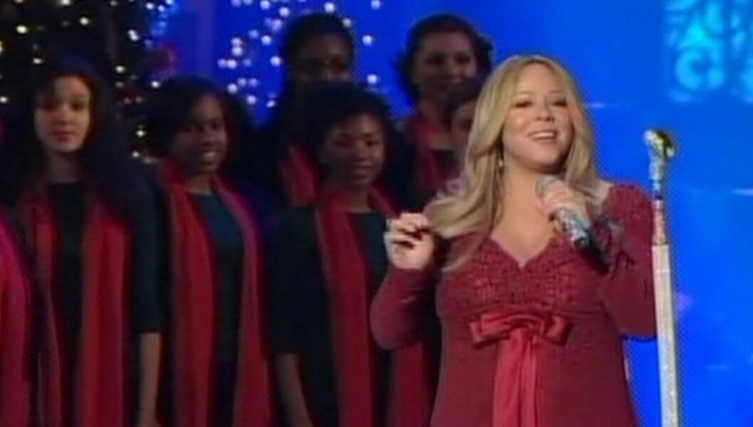 <strong>JULESTJERNE:</strong> En storgravid Mariah Carey sang julen inn for presidentfamilien 17. desember i fjor. Foto: All Over Press