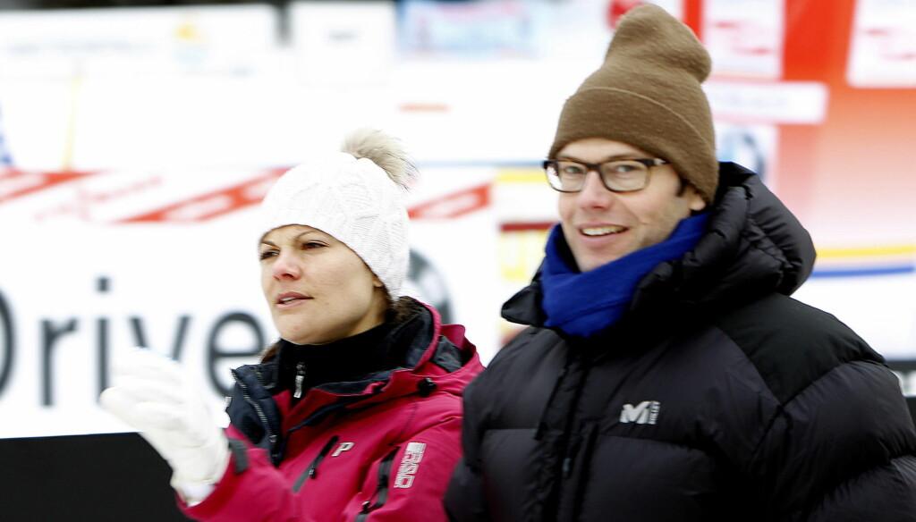 GODT KLEDD: Kronprinsesse Victoria og prins Daniel av Sverige var også tilstede under jaktstarten av Tour de Ski. Foto: SCANPIX