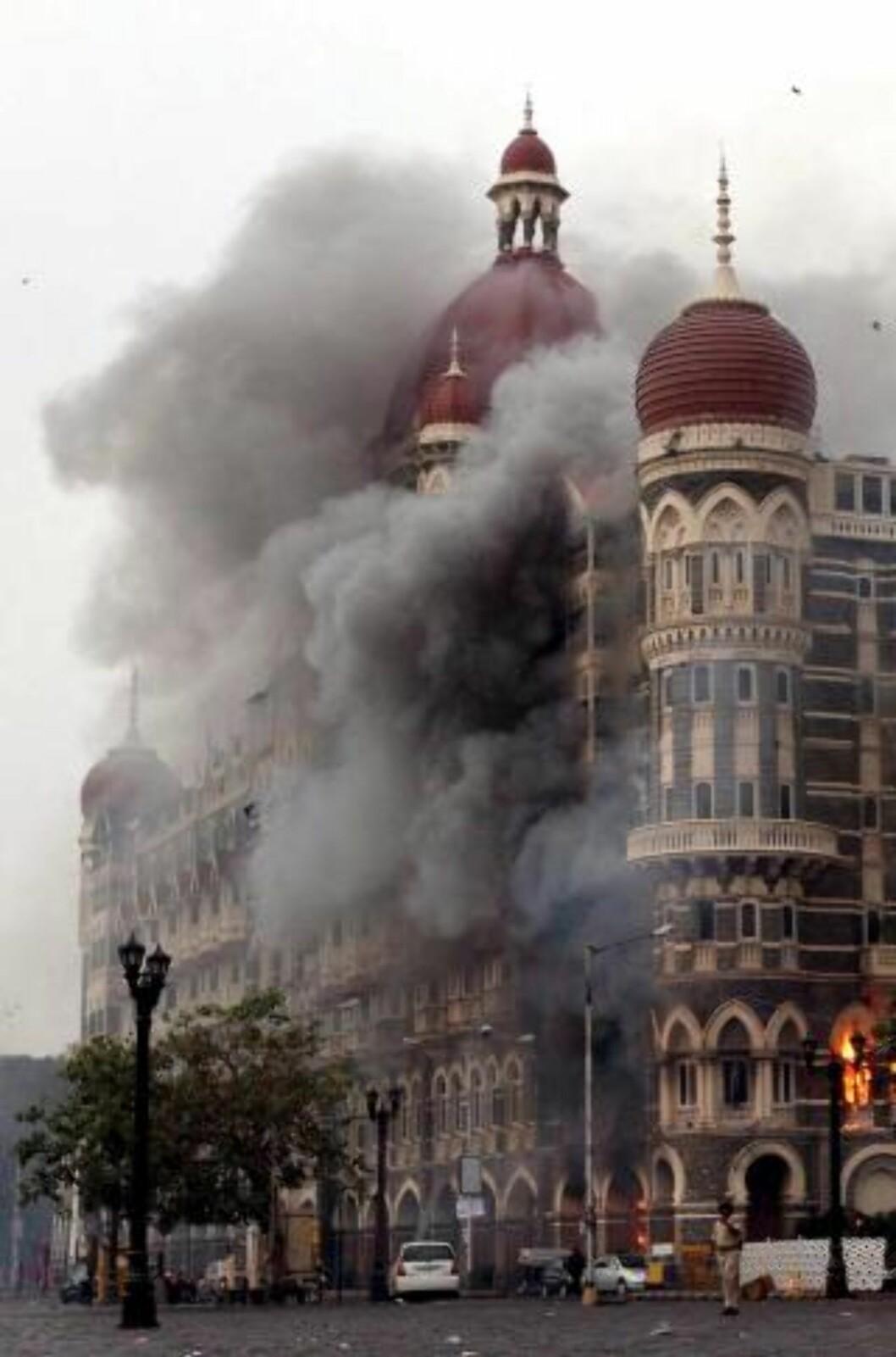166 MENNESKER BLE DREPT: 28. november slo terrorister til mot en rekke mål i Mumbai i India. Hoteller, sentralbanestasjonen, sykehus og utesteder ble rammet. Flere hundre mennesker ble tatt som gisler, og minst 166 mennesker ble drept i angrepene. Foto: SCANPIX