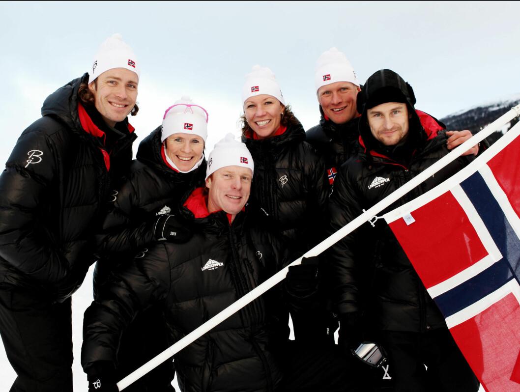 NORGES LAG: Hans Petter Buraas, Hilde G. Pedersen, Bjørn Dæhlie, Andrine Flemmen, Tor Arne Hetland og Daniel Franck utgjorde det norske laget i første program.  Foto: TV 3