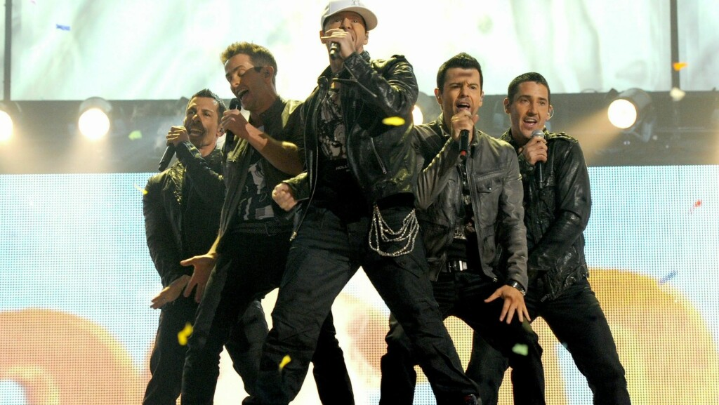 COMEBACK: New Kids On The Block  med Danny Wood, Joey McIntyre, Donnie Wahlberg, Jordan Knight, og Jonathan Knight under en opptreden i Los Angeles. Foto: All Over Press
