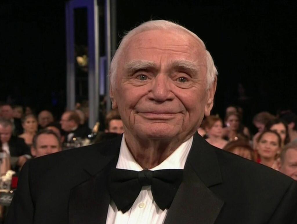 RØRT TIL TÅRER: En tydelig rørt Ernest Borgnine fikk Lifetime achievement award. Foto: All Over Press