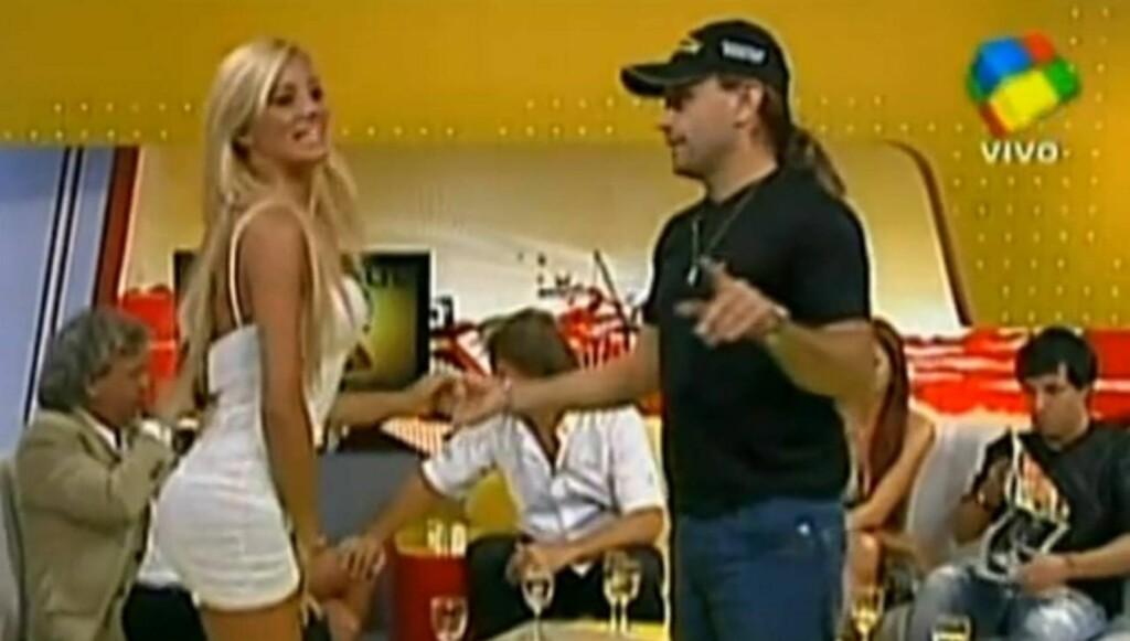 POPULÆR: Claudia Ciardone har blitt en populær TV-stjerne i Sør-Amerika, og har blant annet vært med i argentinske versjoner av «Big Brother» og «Isdans». Her er hun gjest i et annet TV-show. Foto: Fra Youtube