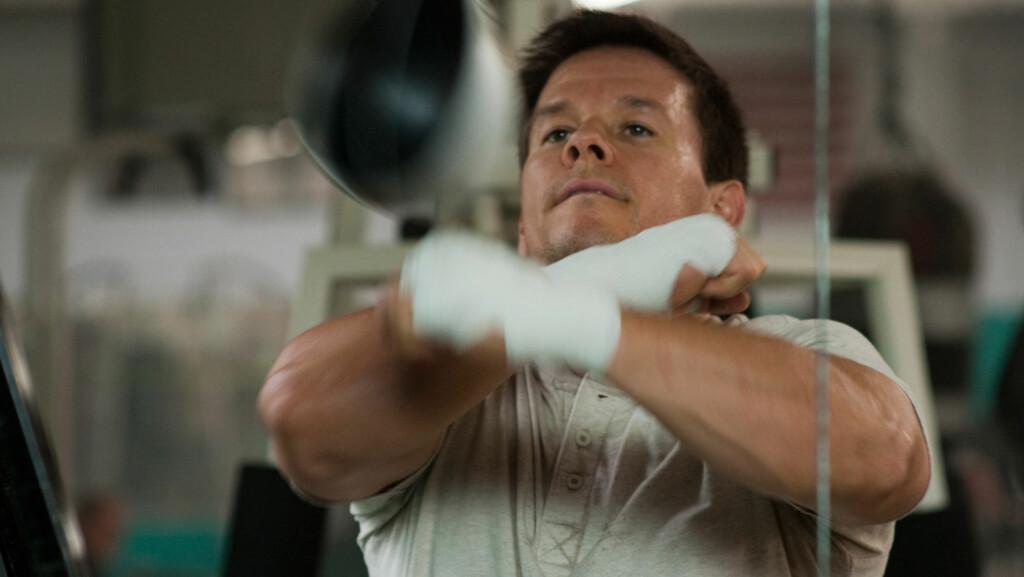 IVRIG: Skuespiller Mark Wahlberg har blitt så glad i boksing etter innspillingen av «The Fighter» at han ikke går av veien for å skade kameratene sine litt. Her i en scene fra filmen.  Foto: Stella Pictures