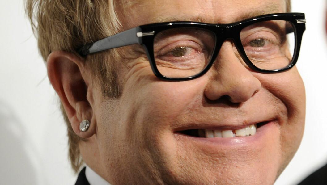 ENGASJERT: Sir Elton John er svært opptatt av arbeidet med å bekjempe og behandle AIDS. Her under «the 9th Annual Elton John AIDS Foundations An Enduring Vision»-arrangementet i New York i oktober 2010.   Foto: Stella Pictures
