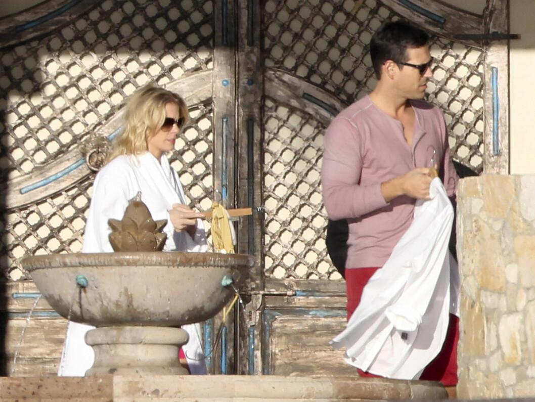 NYTER DAGENE: Nyforlovede LeAnn Rimes og Eddie Cibrian på ferie i Mexico. Foto: Stella Pictures