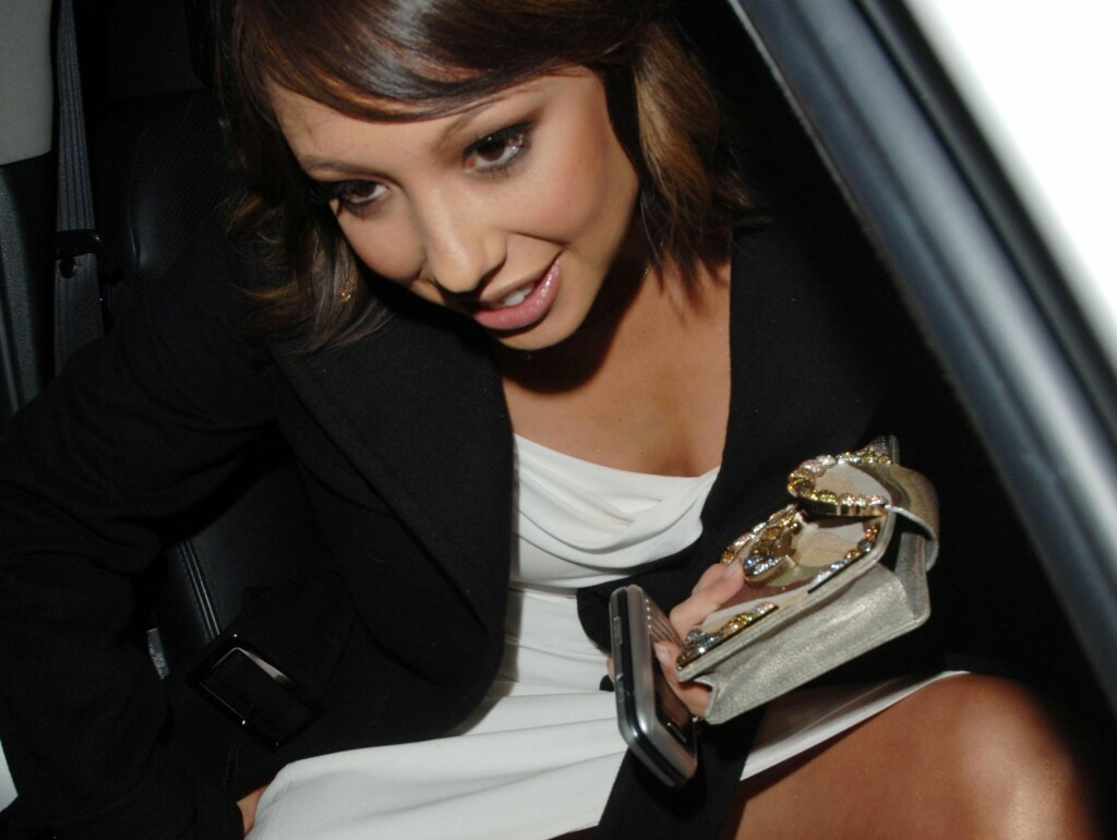 NY BOK: Cheryl Burke forteller om sin vonde fortid i en ny bok. Foto: All Over Press