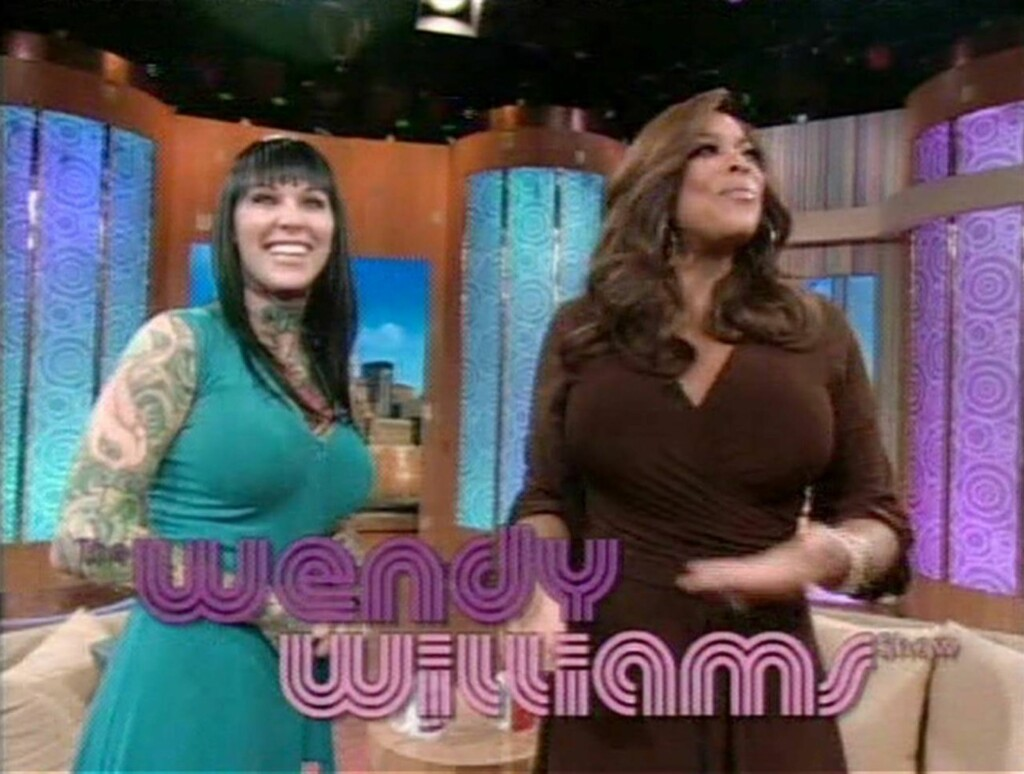 AVSLØRTE PRIVATLIVET: Michelle McGee nølte ikke med å rope de mest private detaljene fra forholdet til Jesse James da hun besøkte talkshowet «The Wendy Williams Show» tirsdag. Foto: All Over Press