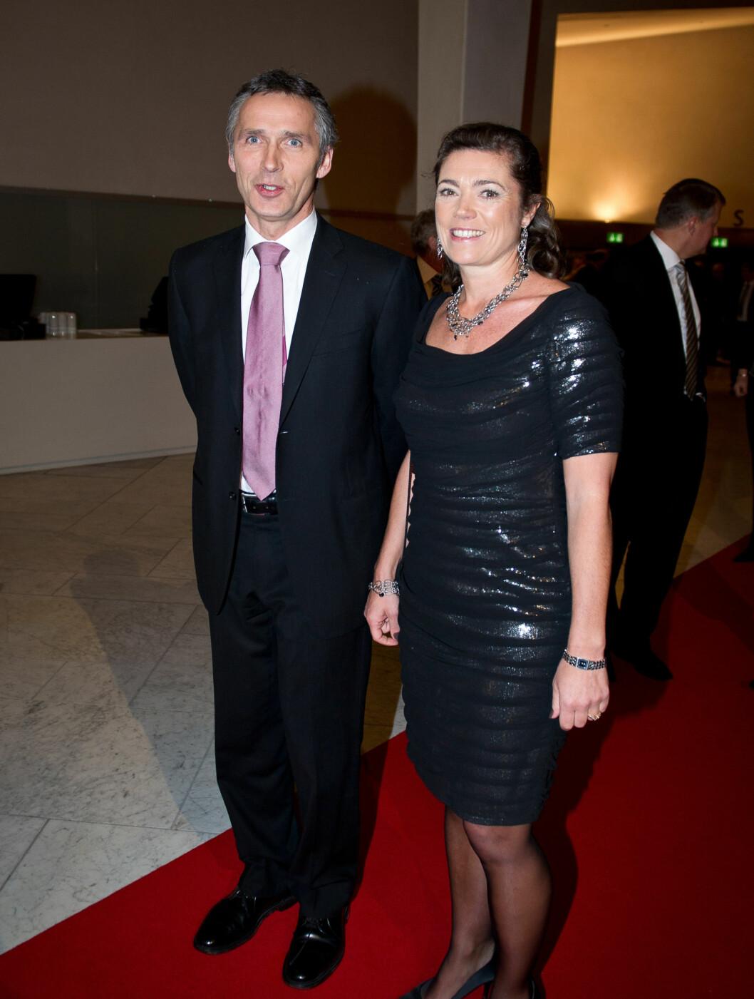 <strong>PROMINENT GJEST:</strong> Statsminister Jens Stoltenberg ble tatt i mot av NHO-president Kristin Skogen Lund. Foto: Stella Pictures