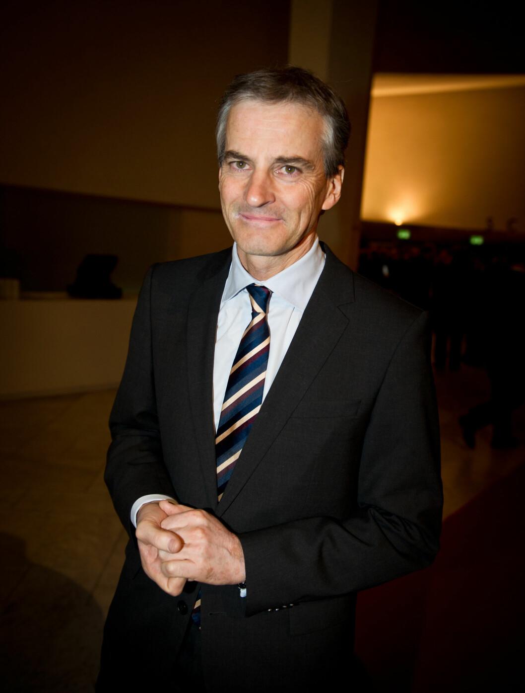 <strong>GLEDET SEG:</strong> Utenriksminister Jonas Gahr Støre så frem til middagen sammen med næringslivstoppene. Foto: Sølve Hindhamar, Seher.no
