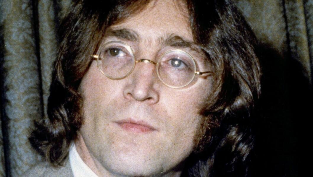 SPESIELT PROSJEKT: Det er vanskelig å se den store likheten mellom John Lennon og Brad Pitt - særlig utseendemessig... Foto: AP