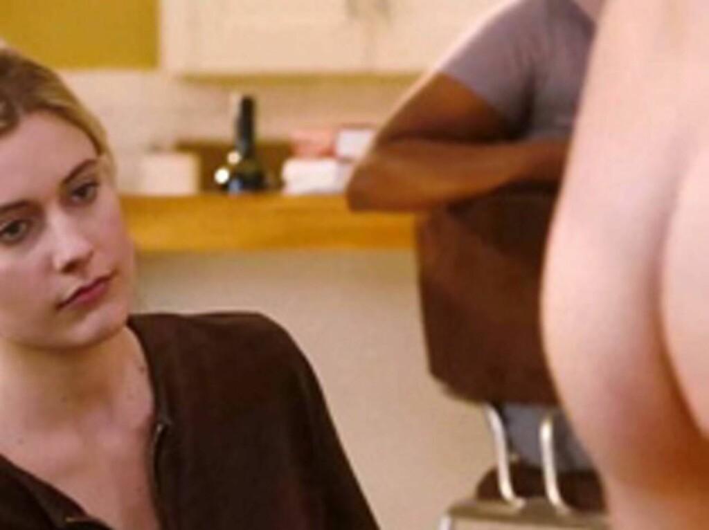 HAR DU SETT PÅ BAKEN: Ashton Kutcher viser sin usjenerte side i sin nye film «No Strings Attached». Foto: Stella Pictures