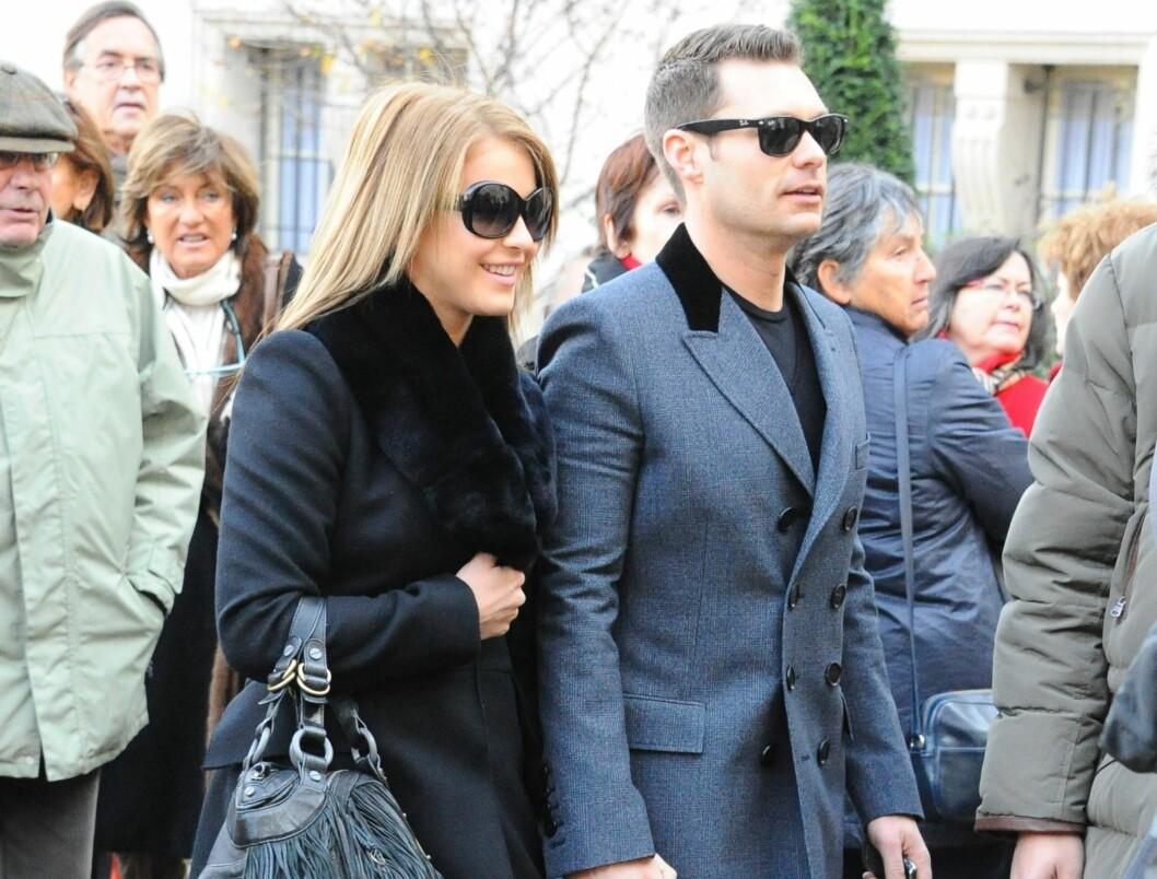 IKKE FORLOVET: Det ble hevdet at Julianne Hough og Ryan Seacrest hadde forlovet seg, da de var på kjærlighets-ferie i Paris. Foto: Stella Pictures
