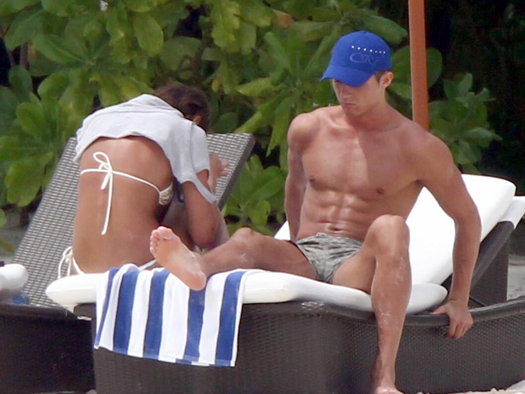 <strong>FERIEIDYLL:</strong> Cristiano Ronaldo og kjæresten var nylig på ferie i Maldivene. Men det er trøbbel i paradis for Ronaldo etter at moren til barnet hans angrer seg på at hun lot seg kjøpe. Foto: All Over Press