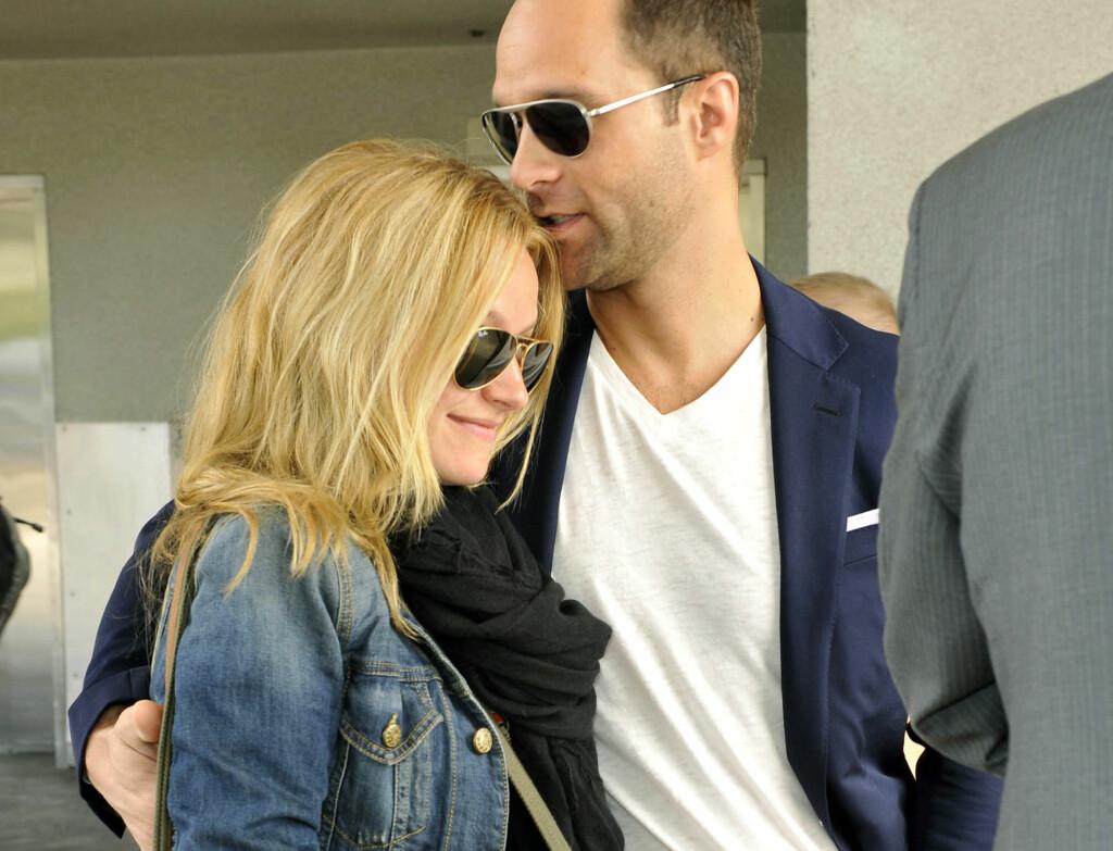 FAMILIE: Becki Newton og hennes ektemann Chris Diamantopuolos har blitt foreldre. Foto: All Over Press