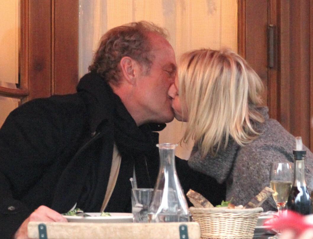 LEVER LYKKELIG: - De er veldig lykkelige sammen og svært forelsket, sier Kelsey Grammers talsperson, som avslører at de to nå har forlovet seg. Foto: Stella Pictures