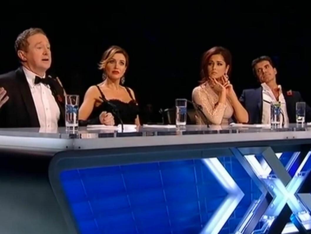 AVTALT SPILL? Dommerne Louis Walsh (t.v), Dannii Minogue og Simon Cowell sendte hjem Treyc Cohen fra britiske «X Factor» etter at Cheryl Cole (nr to fra høyre) nektet å avgi stemme. Nå beskyldes de for å ha rigget den dramatiske avstemningen på for