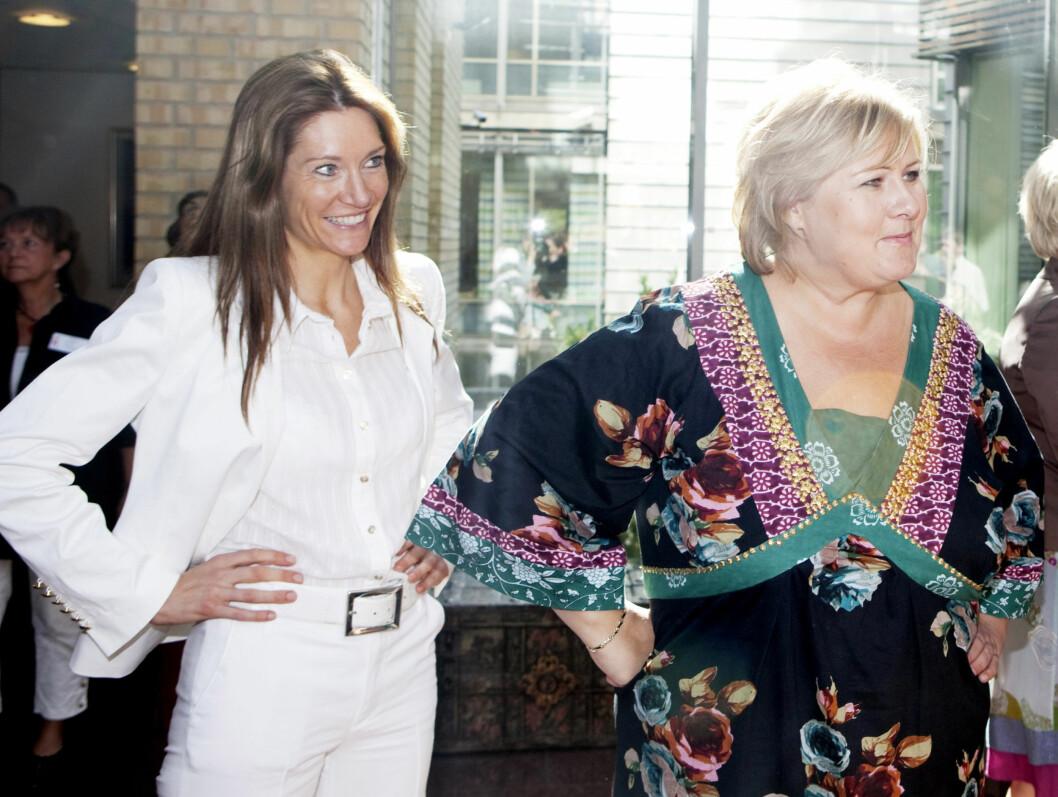 PROVOSERER: Gjennom valgkampen var Julie Voldberg (t.v) aldri langt fra Høyre-leder Erna Solberg, i sin funksjon som stabssjef i Høyre. Nå er hun leder for Høyres Kvinneforum og har ertet på seg en rekke kjendiser. Foto: SCANPIX