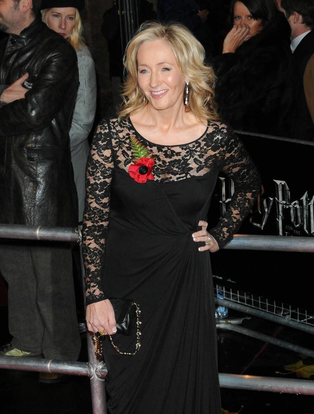 SØKKRIK: Harry Potter-suksessen har gjort den tidligere fattige alenemoren J.K. Rowling til Storbritannias rikeste forfatter. Foto: All Over Press