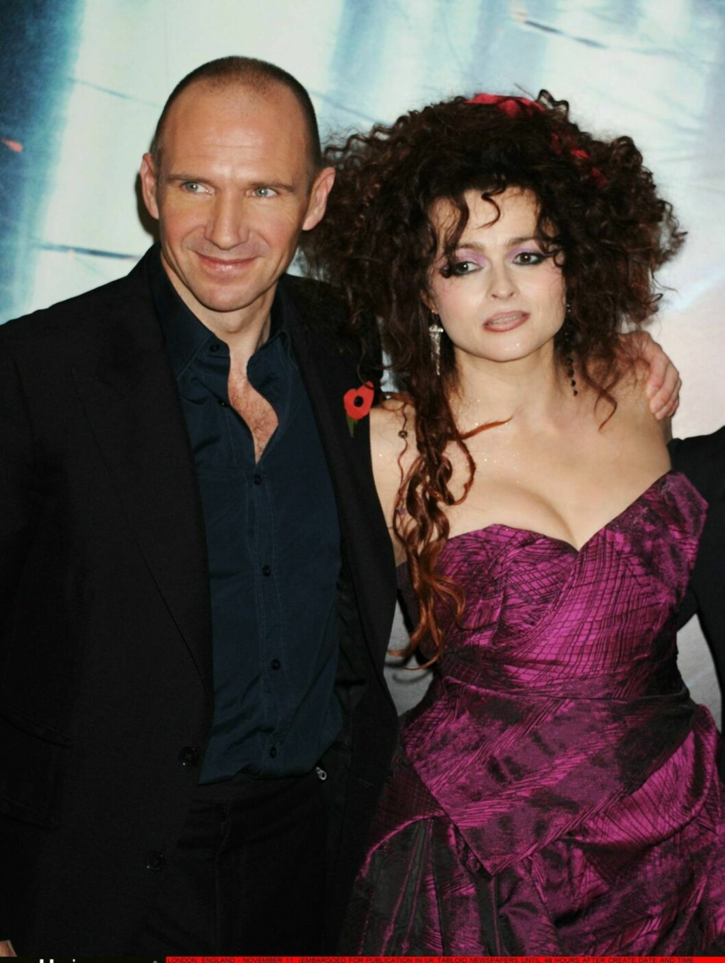 ONDE PLANER?:  Ralph Fiennes og Helena Bonham Carter spiller skurkerollene som Voldemort og Bellatrix Svaart, men hadde bare hyggelige planer torsdag kveld. Foto: All Over Press