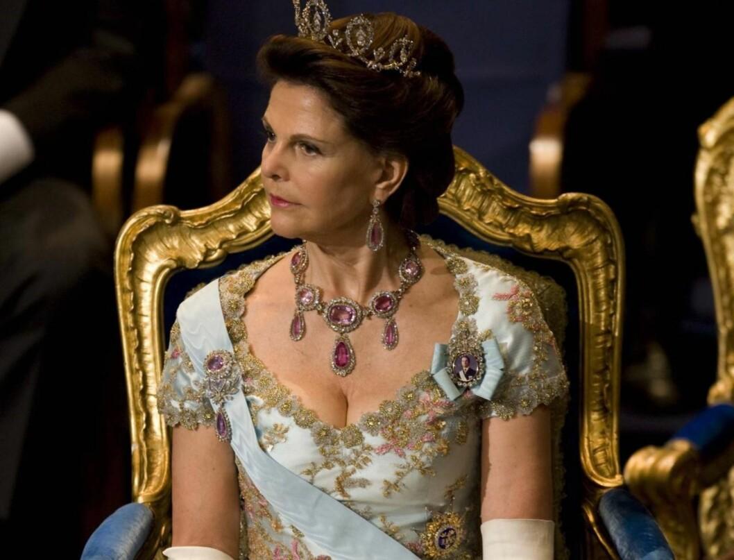 NY BOK OM SILVIA: Deanne Rauscher forteller at hun har mye materiale om dronningen, fra da hun arbeidet med kongeboken. Ifølge forfatteren er det flere forlag som er interesserte i å gi ut boken. Foto: Stella Pictures