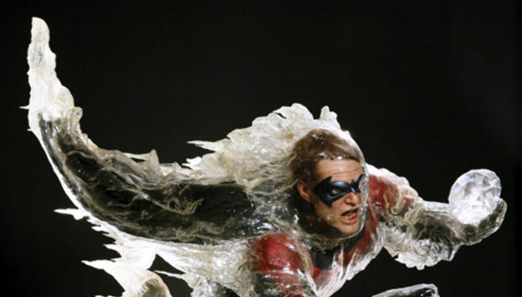 Mandatory Credit: Photo by Solent News & Photo Agency / Rex Features ( 821778ao ) Frozen Robin figure as seen in the hit film Batman and Robin (1997). Robin, played by Chris ODonnell, is chasing Mr Freeze (played by Arnold Schwarzenegger) when the Freeze  Foto: All Over Press