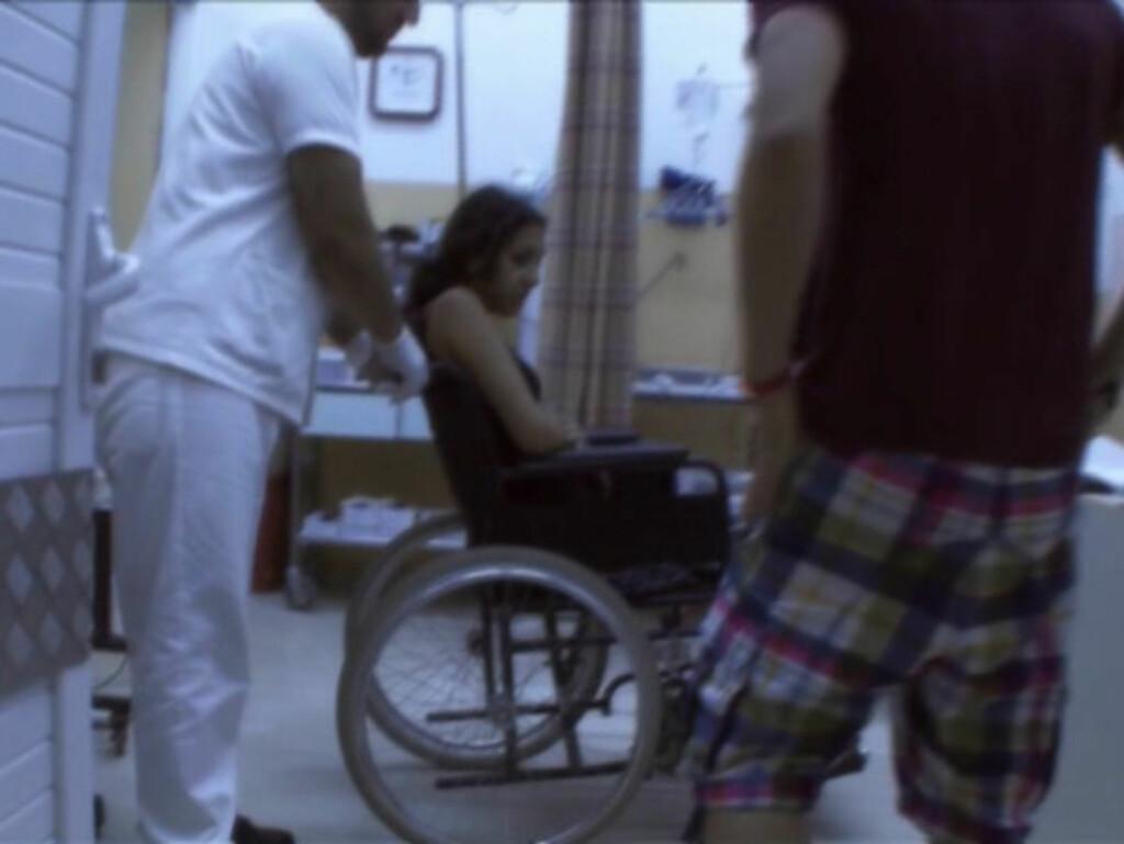 INNLAGT I HUI OG HAST: «Bartenderskolen»-deltager Pabla Ditert fikk sjokk da de greske legene fortalte henne at hun hadde indre blødninger. Foto: Viasat 4