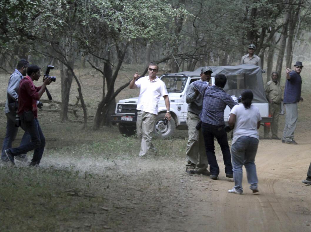 KRANGLING: Sikkerhetsvaktene ved Ranthambhore National Park har kjempet hardt for å holde fotografene unna de siste dagene.  Foto: Reuters