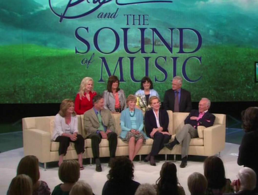 GJENFORENT: Alle stjernene fra den legendariske musikalen «The Sound Of Music» ble gjenforent på Oprah, for å markere filmens 45 års-jubileum. Foto: All Over Press