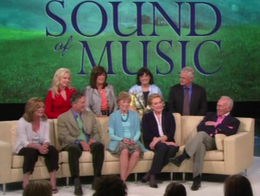 GJENFORENT: Alle stjernene fra den legendariske musikalen «The Sound Of Music» ble gjenforent på Oprah, for å markere filmens 45 års-jubileum. Foto: All Over Press