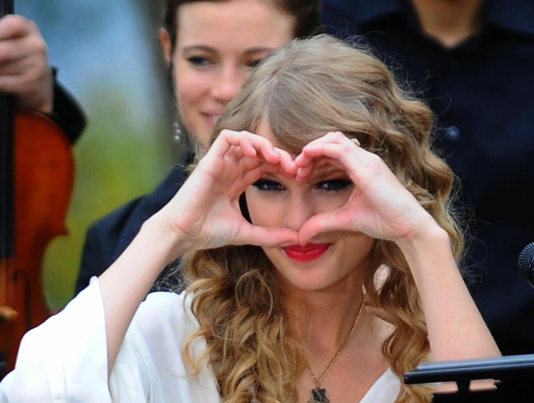 KJÆRLIGHET I BLIKKET: Taylor Swift filmer for tiden en musikkvideo i Central Park i New York. Kanskje dette er en beskjed til hennes nye kjæreste, som skal være Jake Gyllenhaal.  Foto: All Over Press