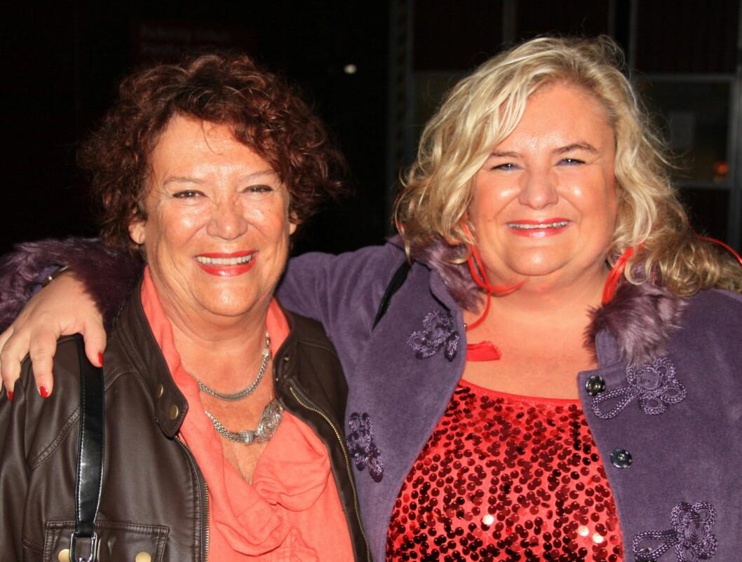GODE VENNINNER: «Charterfeber»-profilen Hilde Skovdahl Jørstad og hennes mor Ingrid elsker å spøke med hverandre. Foto: Sølve Hindhamar / Seher.no