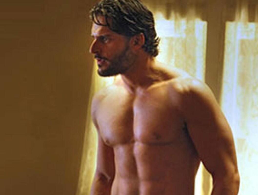 MER NAKENHET: Joe har allerede kastet klærne i True Blood. I sommer lovte han mer nakenhet i den populære serien. Foto: Stella Pictures