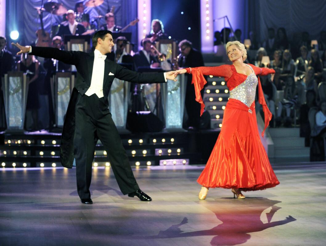 FORNØYDE: Anne Marie Ottersen og Glenn Jørgen Sandaker fikk 23 poeng i lørdagens «Skal vi danse»-premiere. Det var de begge fornøyd med. Foto: Scanpix