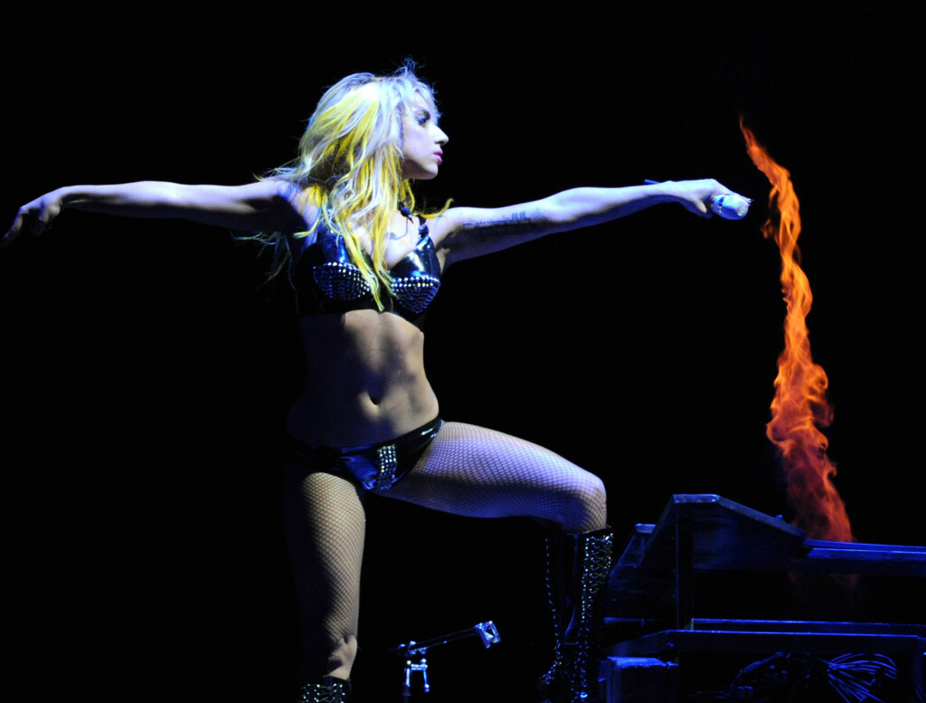 VEKTPROBLEMER: Lady Gaga skal ha vært inn og ut av sykehus seks ganger i fjor. Også i år har stjernen slitt med helseproblemer.  Foto: All Over Press