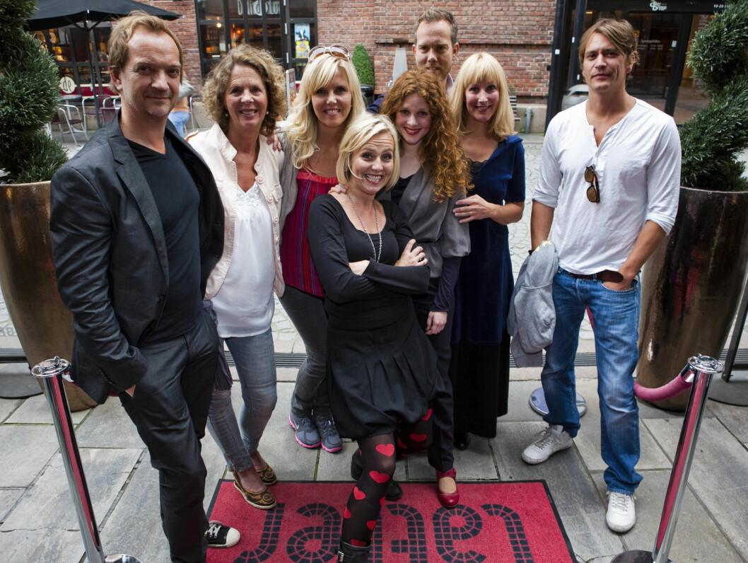 MØTTE FANSEN: Gjengen bak «Hjerte til hjerte - Spelet», deriblant hovedpersonen selv, Linn Skåber, møtte fansen i forbindelse med førpremieren på serien onsdag ettermiddag.  Foto: Per Ervland/Aller Internett